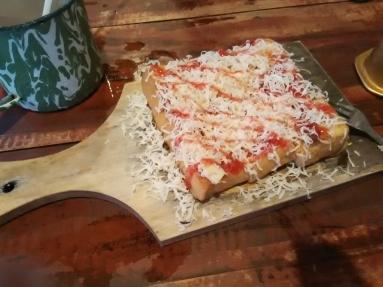 Roti Bakar Keju Strawberry